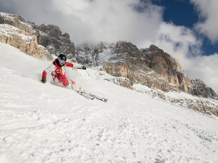Skischool Carezza instructor with Catinaccio