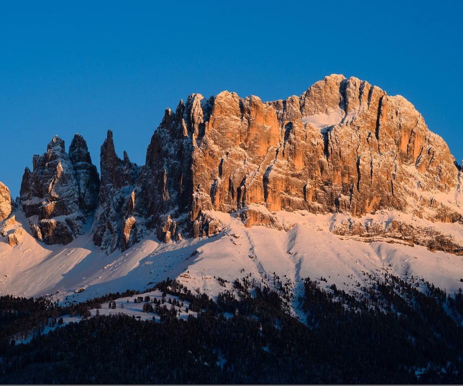 Enrosadira of the Rosengarten/Catinaccio in the wintertime